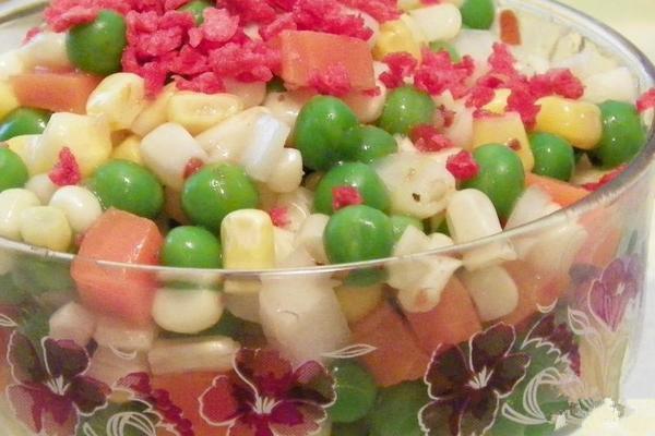 """""""很简单的一道菜,西式意大利口味的沙拉,容易做,爽口和色彩艳丽,加上图片"""