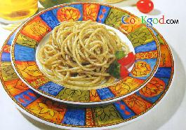 意大利面条配香草蒜茸汁