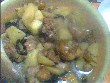 香菇土豆燉雞塊
